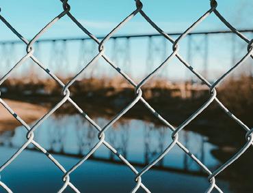 chainmesh fencing install