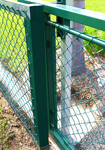 Building A Fence chainwire